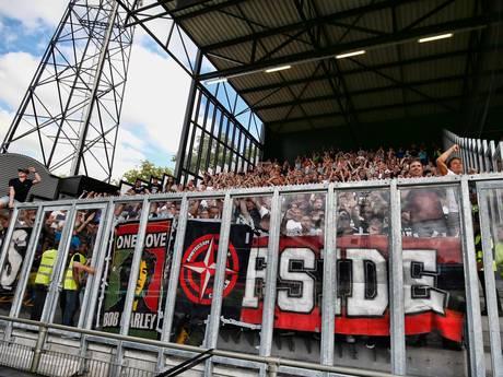 Twee Ajax-supporters belaagd in Deventer