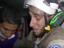 Reddingswerker barst in tranen uit bij redding Syrische baby