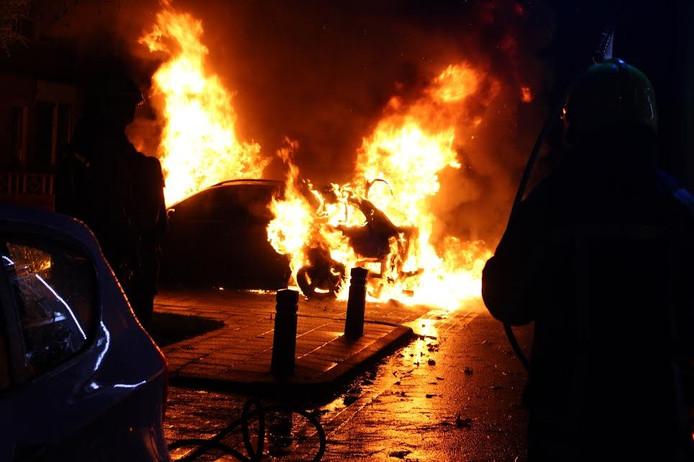 De brandende auto in Wijchen.