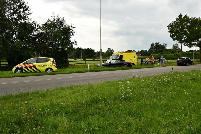 Hulpdiensten ter plaatse na aanrijding Tatelaarweg Didam tussen automobilist en fietser
