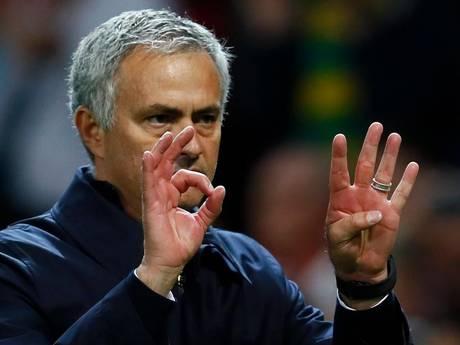 Mourinho in woord en gebaar door het stof bij fans United