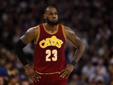 Publieksfavoriet LeBron James steelt weer de show voor Cavaliers