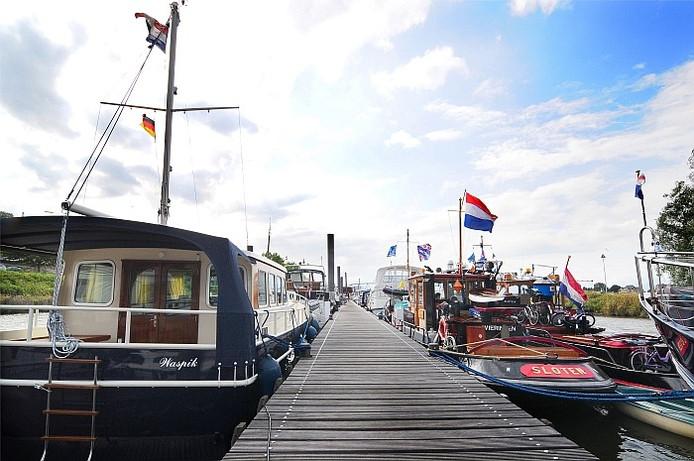 De LIndenberghaven in NIjmegen. Nieut alleen voor boten maar ook voor campers. Foto's: Eveline van Elk