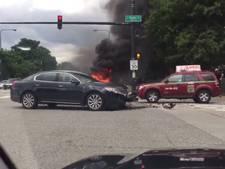 Peperdure Lamborghini vliegt in brand na crash tegen paal