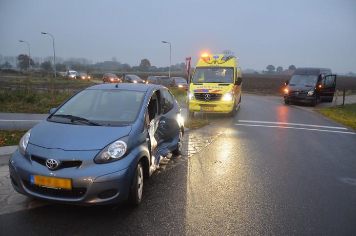 Bij de aanrijding in Velswijk raakte één automobilist lichtgewond.