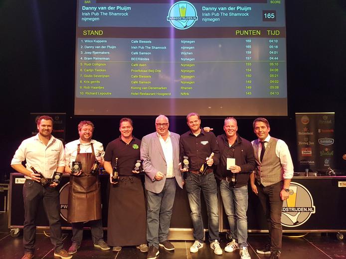 De vier winnaars in de regio Nijmegen op het podium van de Lindenberg.