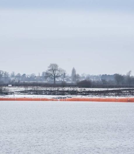 Tijdelijke dijk Paesplas in Heijen blijft langer liggen