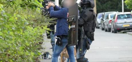 Politie trekt wapen bij escalatie in Eksterstraat
