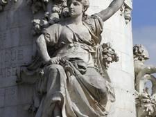 Franse premier voert 'borst van Marianne' op in boerkinidebat