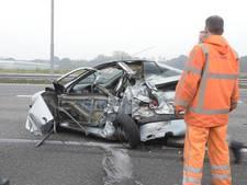 Feyenoordfans helpen gezin uit gecrashte auto