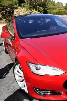 Onderzoek naar zelfrijdende auto Tesla na dodelijk ongeval