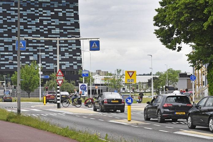 De gevaarlijke oversteek bij de Muntweg.