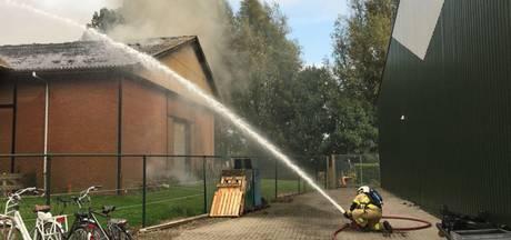 Grote brand in schuur aan De Lane in Strijen