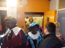 Sint en Piet vast in lift in Overvecht