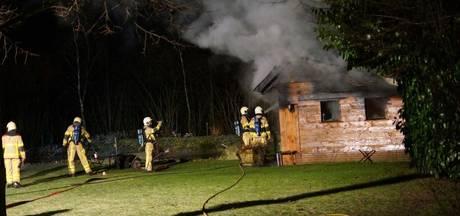 Brandweer blust schuurbrand in Aalten