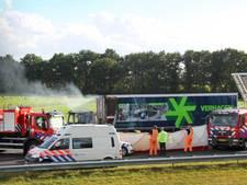 Vrachtwagen rijdt in op file bij Joure: één dode