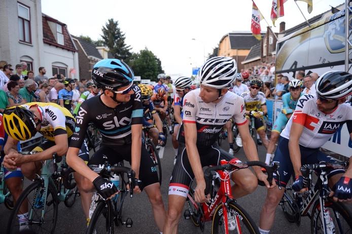 Wout Poels (links) en Bauke Mollema kort voor de start in Boxmeer.