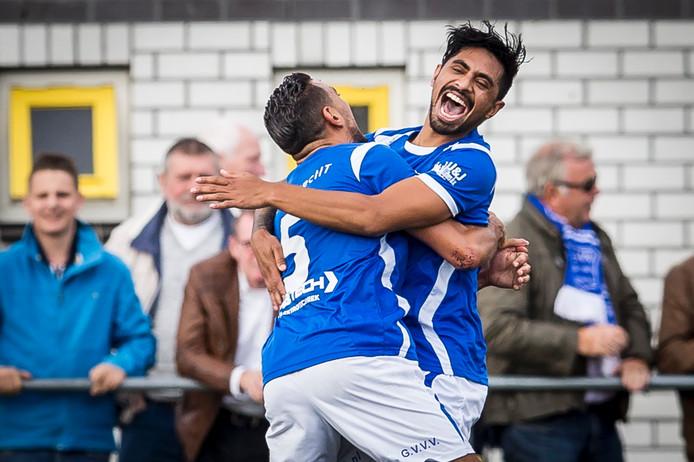 GVVV'er Taoufik Adnane viert treffer met doelpuntenmaker Caifano Latupeirissa.