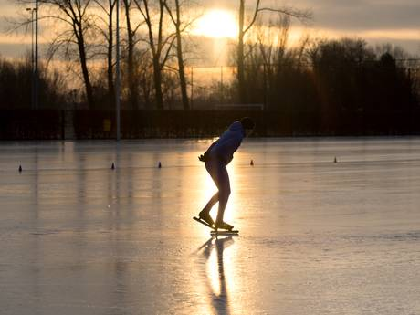 Natuurijsbanen Arnhem weer open voor schaatsers