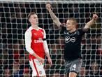 Fraaie goal Clasie helpt Southampton in beker langs Arsenal
