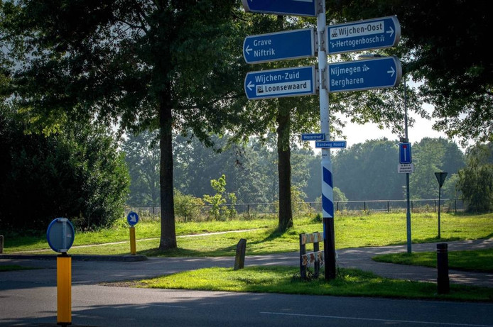 De plek aan de rand van Wijchen waar het asielzoekerscentrum zou komen, blijft leeg.