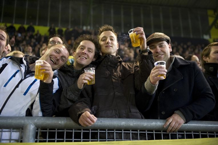 Een 'Avondje NAC' is geen 'Avondje NAC' zonder bier. En het is geen evenementenbier wat uit de tap van de voetbalclub stroomt. 'We zijn bourgondisch', zegt hoofd veilligheid Leon Aerssens. 'Het hoort erbij'. foto's Roy Lazet/het fotoburo