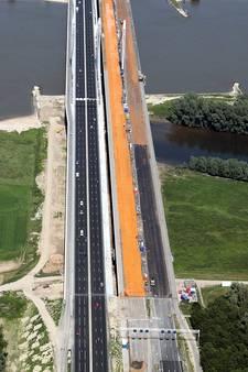 Na vier jaar renoveren kan verkeer weer over oude Waalbrug in A50