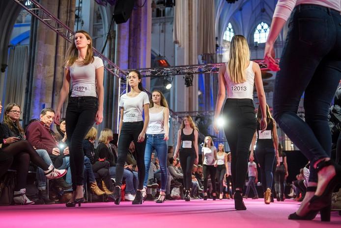 Er kwamen meer dan 800 meiden af op de grote modellencasting in de Arnhemse Eusebiuskerk.