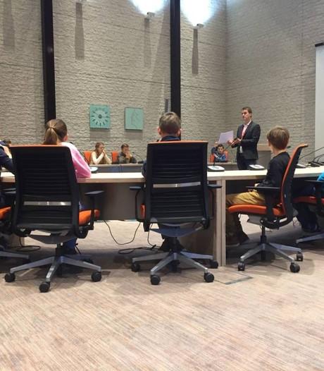 Kinderen krijgen training voor gemeenteraad