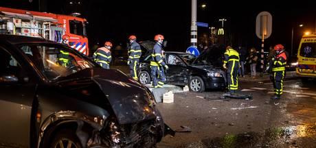 Twee mensen bekneld door ongeluk N65 bij Udenhout; twee anderen gewond naar ziekenhuis