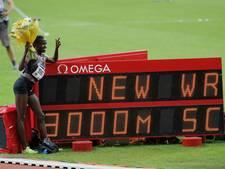 Jebet loopt wereldrecord 3000 steeple