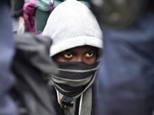 Calais begint aan tweede dag van ontruiming 'jungle'