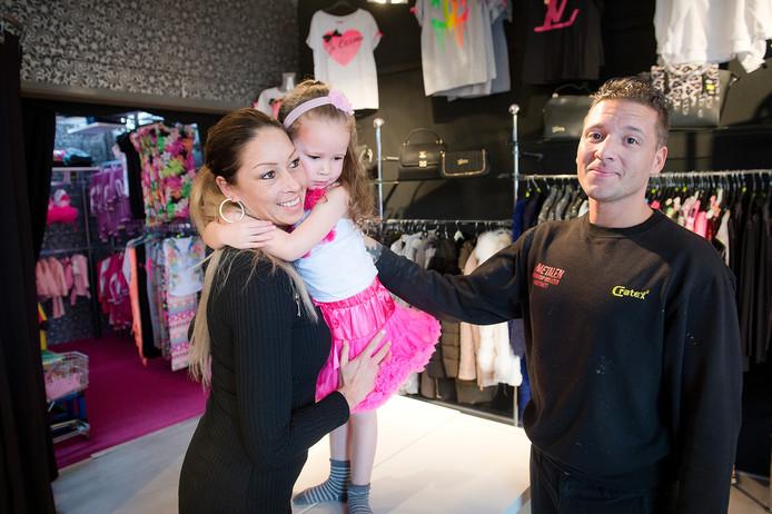 Andy Tuasela met zijn vrouw Sharon en hun dochter Chelsey