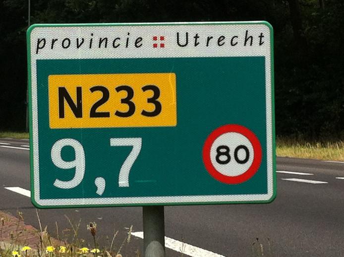 De provinciale weg N233.