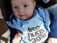 T-shirt van vader die betaalde om zoon vast te houden is enorme hit