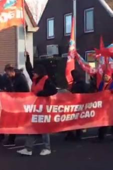 Tachtig werknemers Recticel houden lawaaioptocht voor meer loon