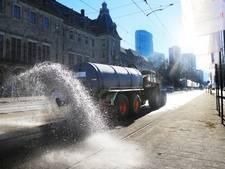 Wanhopige boer parkeert tractor voor het stadhuis van Rotterdam
