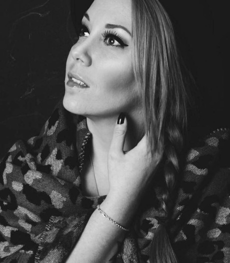Lisa Lois brengt ode aan idool Adele in Luxor Live