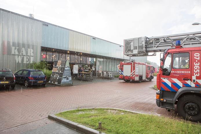 De brandweer heeft in de winkel gecontroleerd of het vuur inderdaad gedoofd was.