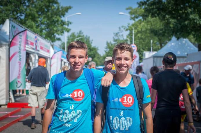 Thijmen (rechts) met zijn vriend Loek.