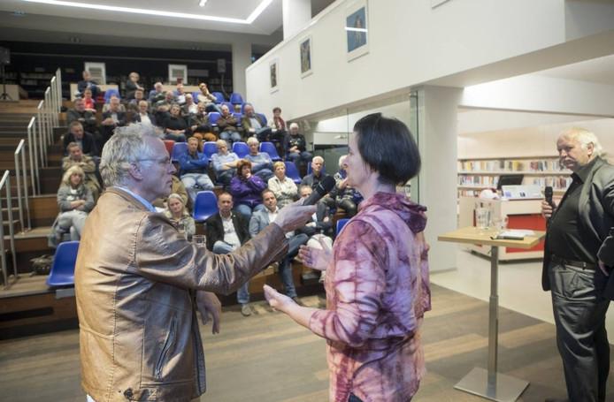Hettie van Nes in gesprek met presentatot Jelle de Gruyter tijdens Woensdag Debatdag.