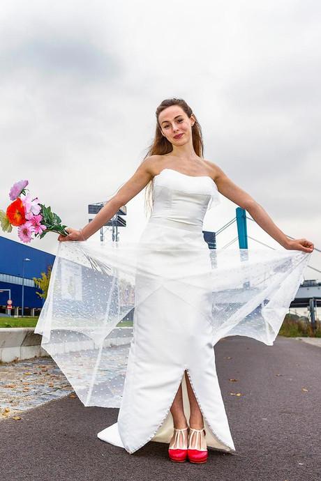 Hoezo dure trouwjurk? Utrechtse maakte haar eigen jurk van IKEA-stof