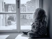 Kleindochter verplicht op bezoek bij opa die dochter misbruikte