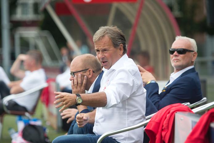 Trainer Gert Kruys van DOVO zag zijn team met dubbele cijfers winnen.
