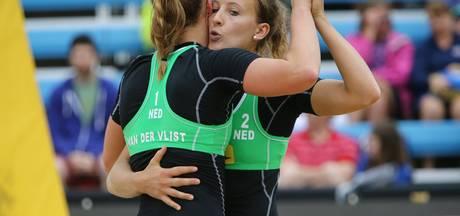 Beachvolleybalsters nog één zege verwijderd van Rio