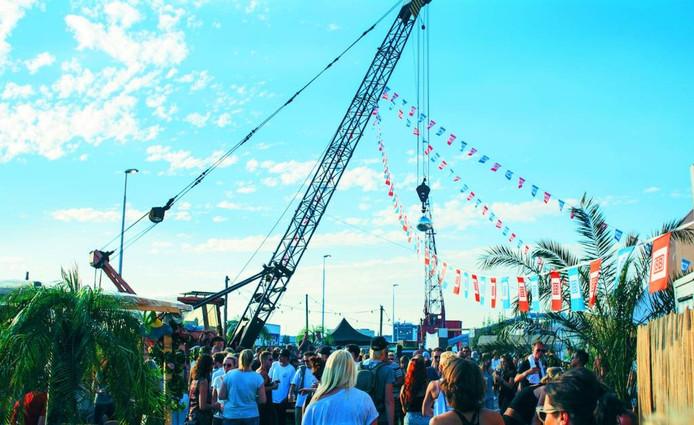 8Bahn Harbour Festival aan de Nieuwe Havenweg in Arnhem.