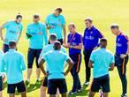 Oranje nog zonder Janmaat op trainingsveld