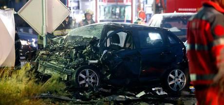 Dode en zwaargewonde bij ongeluk met drie auto's bij Geldrop