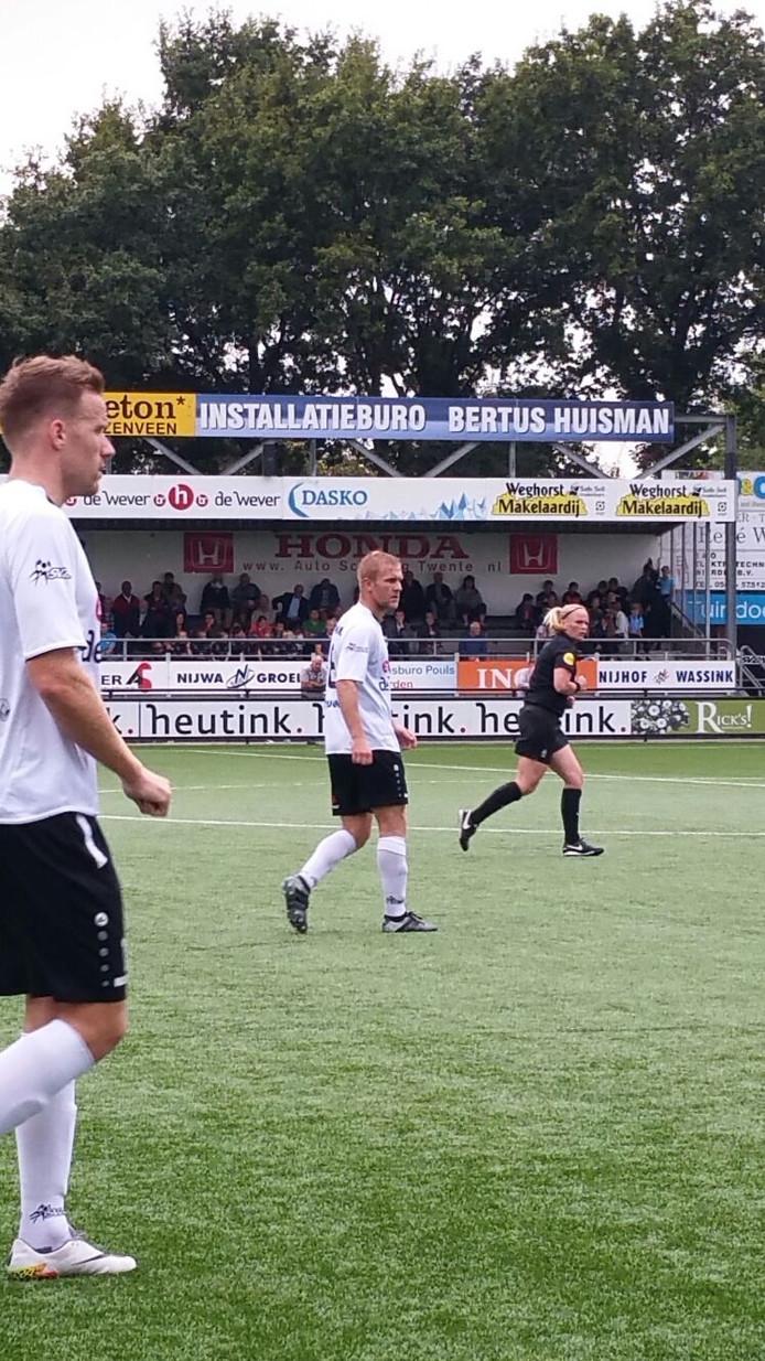 Duno voetbalt bij SVZW. Op dit moment staat de ploeg uit Doorwerth op een 0-2 voorsprong.