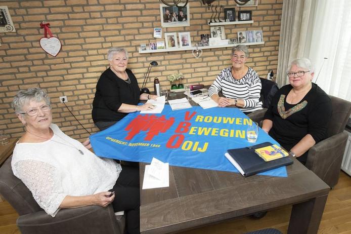 Het bestuur van de vrouwenbeweging Ooij. Vlnr Lies Derksen, Marian Leensen, Ria Schel en Annie Wulterkens. Foto: Bert Beelen